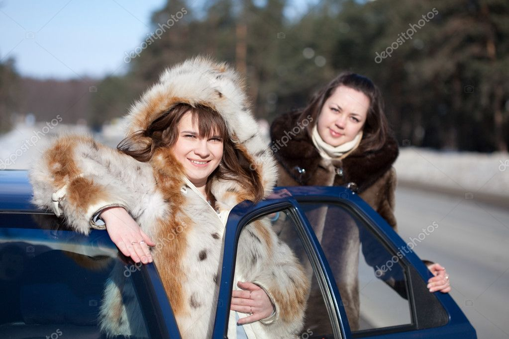 Two young women with car in winter day — Stock Photo #6051222