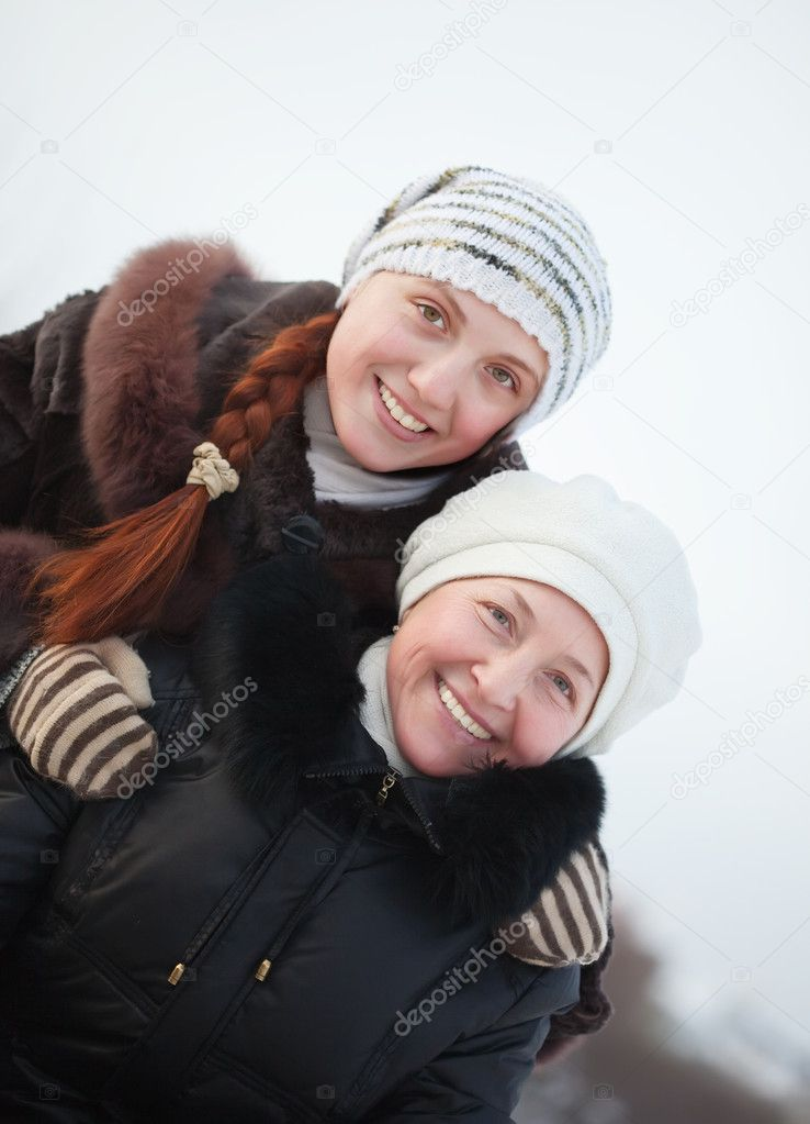 Happy  mature woman wirh adult douther in winter park — Stock Photo #6053403