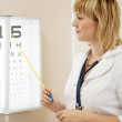 Ophthalmologist testing eyesight — Stockfoto
