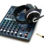 consola de mistura e fones de ouvido — Foto Stock