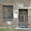 Foto Stock: Broken old street house