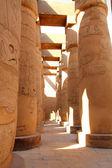 столбцы в египте карнакский храм — Стоковое фото