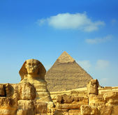 Egypt Cheops pyramid and sphinx — Stockfoto