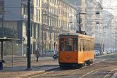 Vintage tram op de straat van milaan — Stockfoto