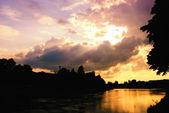 Puesta de sol en el río — Foto de Stock