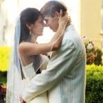 bröllop par utomhus — Stockfoto