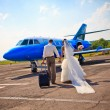 Wedding couple fly on honeymoon - Stockfoto