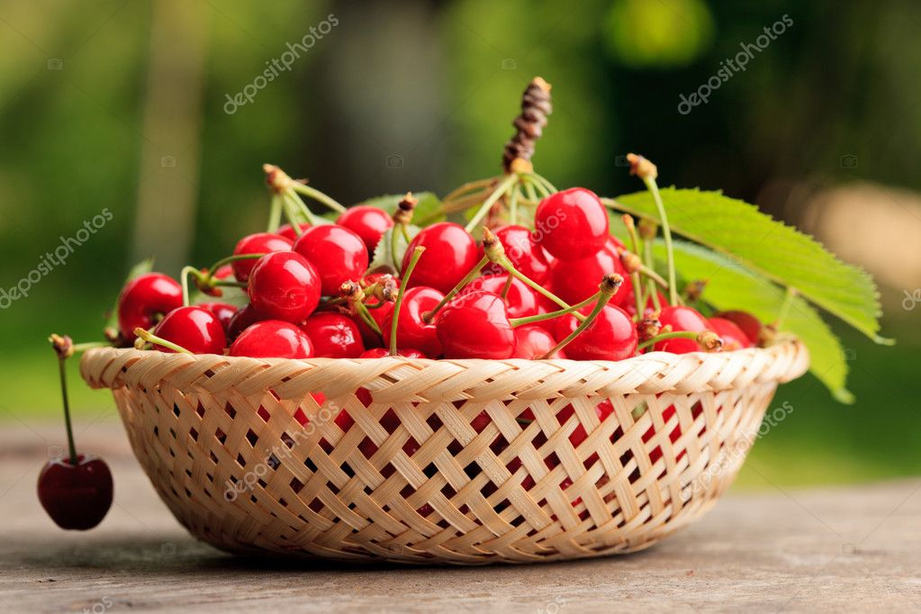 Sweet cherries in basket outdoor — Stock Photo #6055112