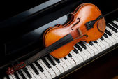 Violin and piano — Stock Photo