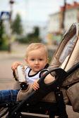 Barn i barnvagn — Stockfoto