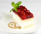 Raspberry cake isolated — Stock Photo