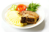 A mouth watering tenderloin steak with fresh vegetables — Stock Photo
