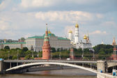 Famous Moscow Kremlin and Moskva river, Russia — Stock Photo