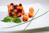 Vinaigrette salade met zalm — Stockfoto
