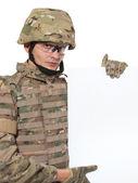 現代の兵士にポスターを持って — ストック写真