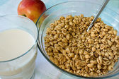 Toasted cereal and hot milk — Stock Photo