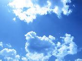 Bewolkte hemel als achtergrond — Stockfoto