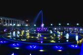 фонтан ночью — Стоковое фото