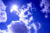云的天空和太阳 — 图库照片