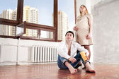 New home. Husband and the pregnant wife in the new house. — Stock Photo