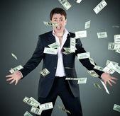 Homme en costume lève argent — Photo