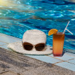 Eyewear,sunhat and tasty cocktail with lemon. — Stock Photo