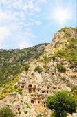 Túmulos nas rochas altas montanhas. — Foto Stock