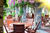 Wooden chairs and tables in the resort. — Foto Stock