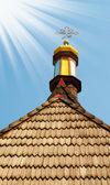 Houten dak van leeftijd kerk. — Stockfoto