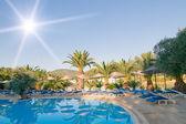Resort, azure swimming pool. — Stock Photo