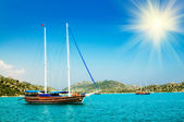 Wonderful yachts and sunbeams in the bay. Turkey. Kekova. — Stock Photo