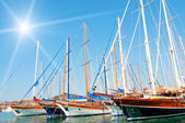 Yachts on the harbor. — Foto Stock