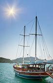 Nádherné jachty v zátoce. turecko. kekova. — Stock fotografie