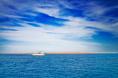 Amazing white yacht next to desert. — Stock Photo