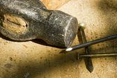 Kladivo a hřebíky — Stock fotografie