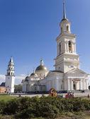 Eğimli bir arka plan üzerinde spaso-preobrazhenskiy katedrali — Stok fotoğraf