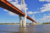 Puente grande del cable-arriostradas murom, rusia — Foto de Stock