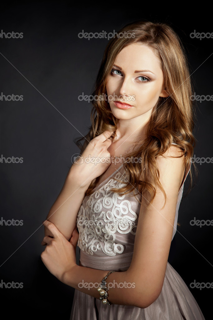 Vertical shot of serious young girl, portrait shot — Stock Photo #5910090