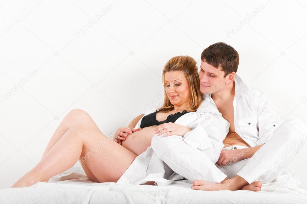 Как мужчина относится к беременной жене