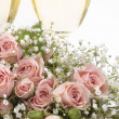 Two glasses with champagne and bouquet roses — Stockfoto #5582190