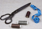Scissors, threads and measuring tape — Stock Photo