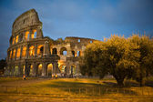 Colosseum i Rom, Italien i twilight — Stockfoto