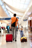Family in the airport — Stockfoto