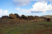 Estátuas tombadas na ilha de páscoa — Foto Stock