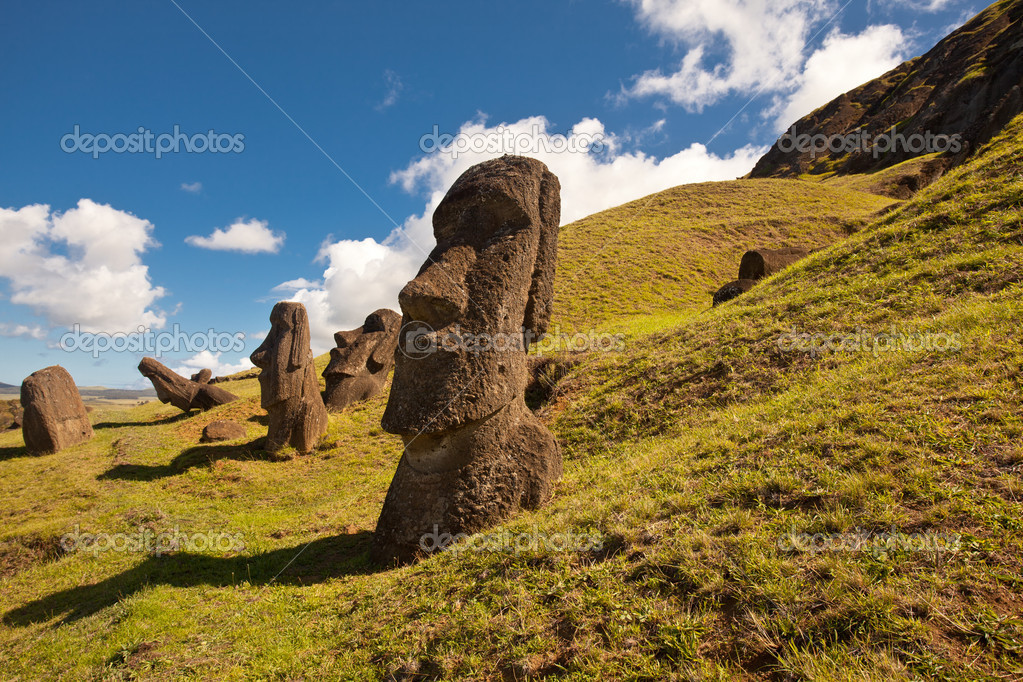 Landscape view of the Easter Island statues — Stock Photo #5936220
