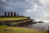 Landscape view of the Easter Island statues — Stock Photo