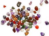 Yarı değerli taşlar beyaz zemin üzerine — Stok fotoğraf