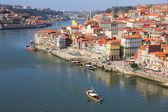 Portugal. porto stad. weergave van douro rivier embankment — Stockfoto