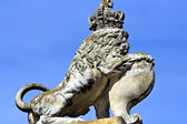 Statue of lion in a crown — Stock Photo