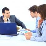 reunión de negocios - Gerente de hablar con sus compañeros de trabajo — Foto de Stock